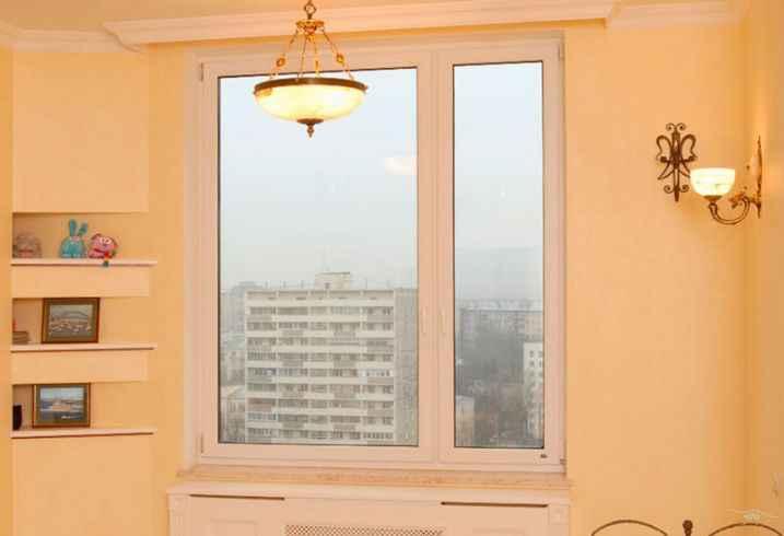 Окно в спальне квартиры
