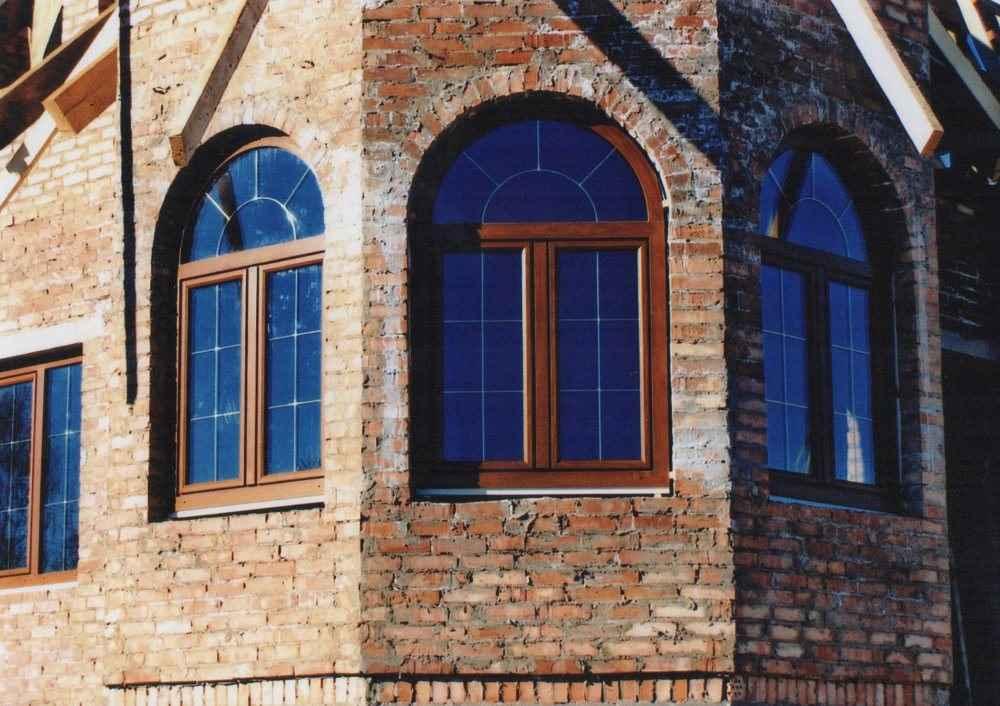 Арочные окна в частном доме